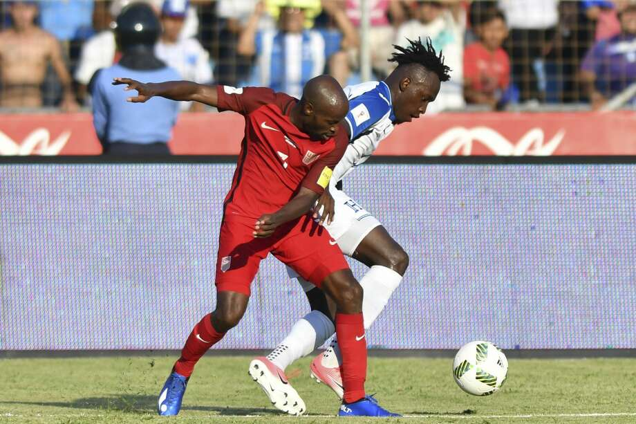 USA's DaMarcus Beasley (L) and Honduras' Alberth Elis vie for the ball during their 2018 World Cup qualifier football match in San Pedro Sula, Honduras, on September 5, 2017. / AFP PHOTO / Johan ORDONEZ        (Photo credit should read JOHAN ORDONEZ/AFP/Getty Images) Photo: JOHAN ORDONEZ/AFP/Getty Images