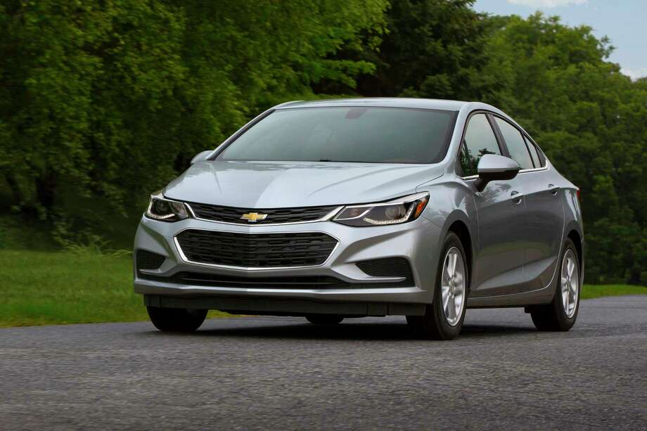 Chevy Cruze loses manual transmission in 2019 update ...
