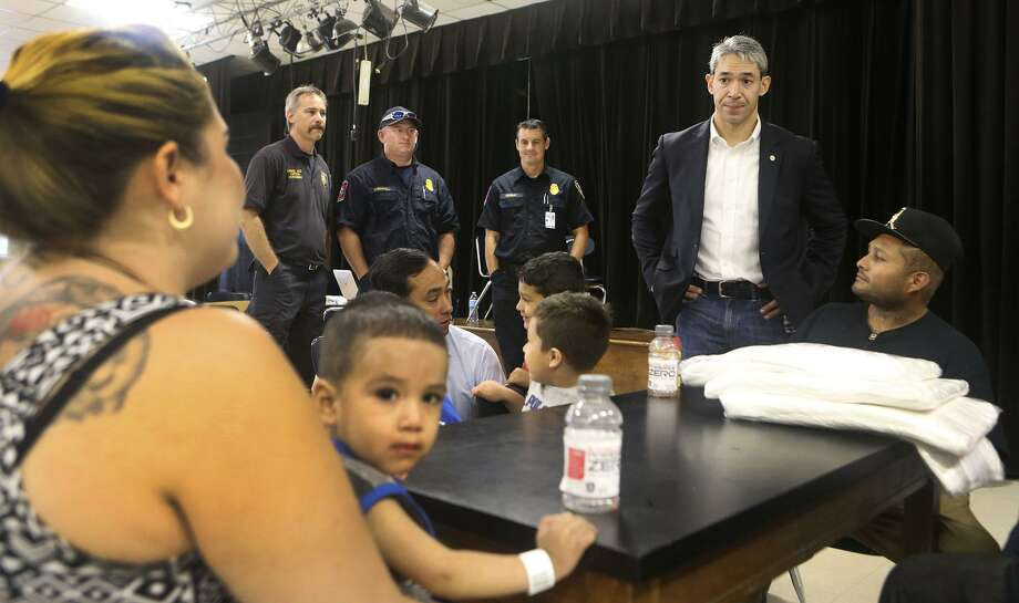San Antonio mayor Ron Nirenberg (second from right) speaks Aug. 26 at a Red Cross Shelter during Hurricane Harvey. His comportment and preparedness during the crisis was admirable, says a reader. Photo: John Davenport /