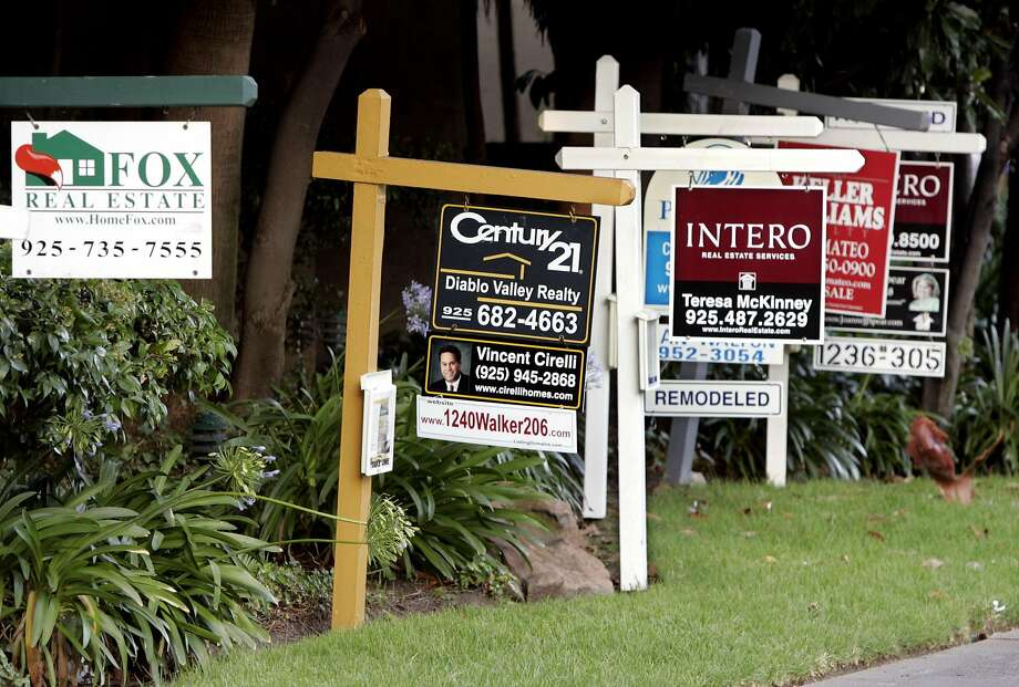 Real estate signs posted at a housing complex in Walnut Creek, Calif., Saturday, Aug. 5, 2006. Home sales kept falling in July in Northern California along with the appreciation rate of prices, a real estate research firm reported Wednesday. (AP Photo/Paul Sakuma) Photo: PAUL SAKUMA, AP
