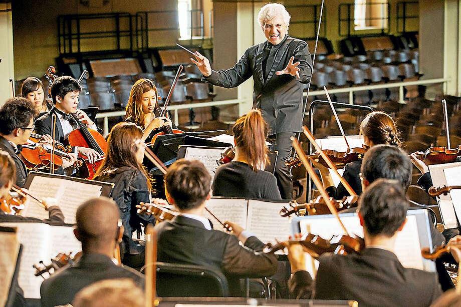 Peter Oundjian conducts Yale musicians. Photo: Photo Courtesy Of YSM / Bob Handelman
