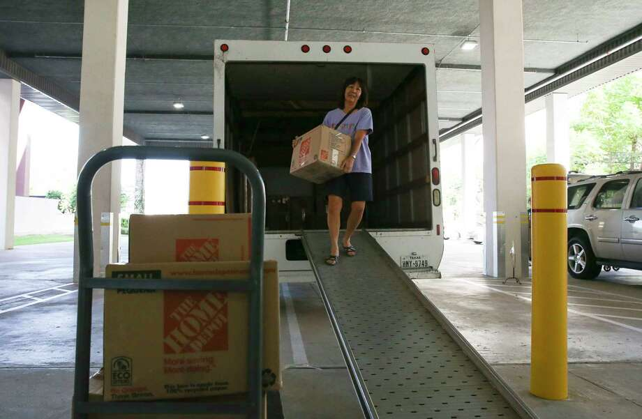 Meyerland resident and Tropical Storm Harvey flood victim Lori Long unloads boxed items from her house into a self-storage unit at Big Tex Storage River Oaks location on Weslayan Thursday, Sept. 7, 2017, in Houston. Long and her husband, Lynn, have been living in the neighborhood since the 80s and Harvey was their first flood. ( Yi-Chin Lee / Houston Chronicle ) Photo: Yi-Chin Lee, Staff / © 2017  Houston Chronicle