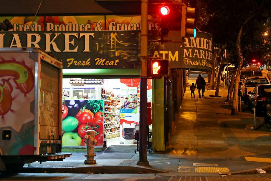 Leavenworth and Ellis streets will be better lit if a plan to illuminate the Tenderloin's darkest blocks gets off the ground. Photo: Scott Strazzante, The Chronicle