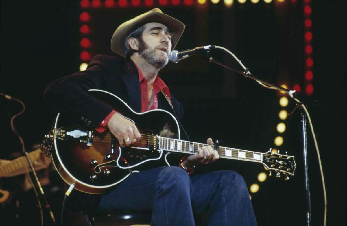 Country singer Don Williams has died at 78 years old. Don Williams, U.S. country music singer-songwriter, playing the guitar and singing into a microphone on stage at the Country Music Festival, at Wembley Arena, London, England, Great Britain, in April 1982. PHOTOS: See the other notable figures we've lost in 2017 ...