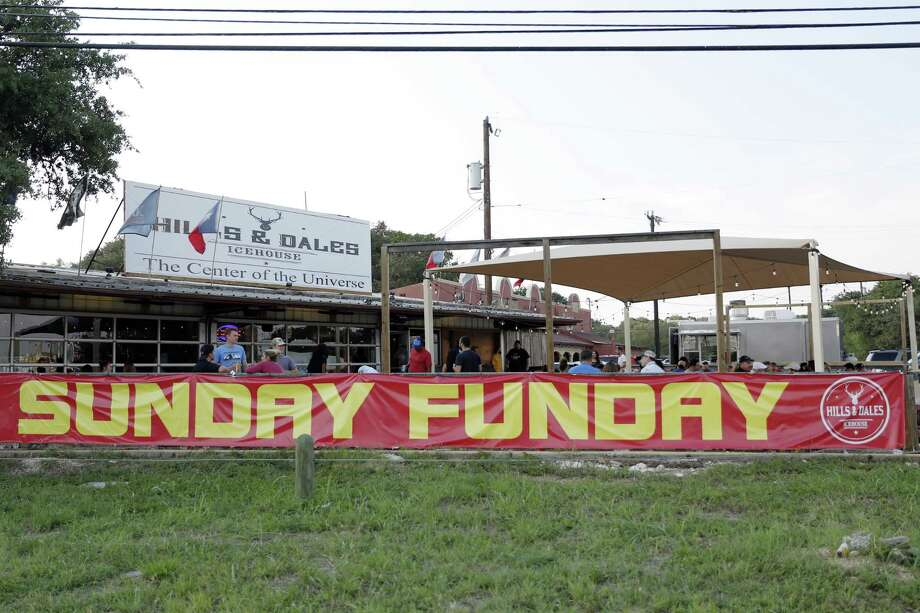 """The Hills & Dales Ice House, has been serving up beers on the Northwest Side for more than 40 years. One of their big promotions now is """"Sunday Funday,"""" where people come from all over to play games and enjoy drink specials on the property at 15403 White Fawn Drive. Photo: Tomas Gonzalez /For The Express-News / Tomas Gonzalez"""