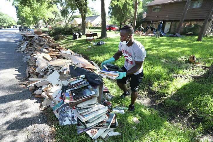 """Sharpstown High School football running-back Michael Morris aids in the clean up efforts in the  neighborhood of high school Thursday, Sept. 7, 2017, in Houston. Sharpstown High School organized the """"Sharpstown HS Cares Harvey Restoration and Clean Up Event"""" for which faculty, students, and community members assisted in the cleanup efforts. ( Steve Gonzales  / Houston Chronicle )"""