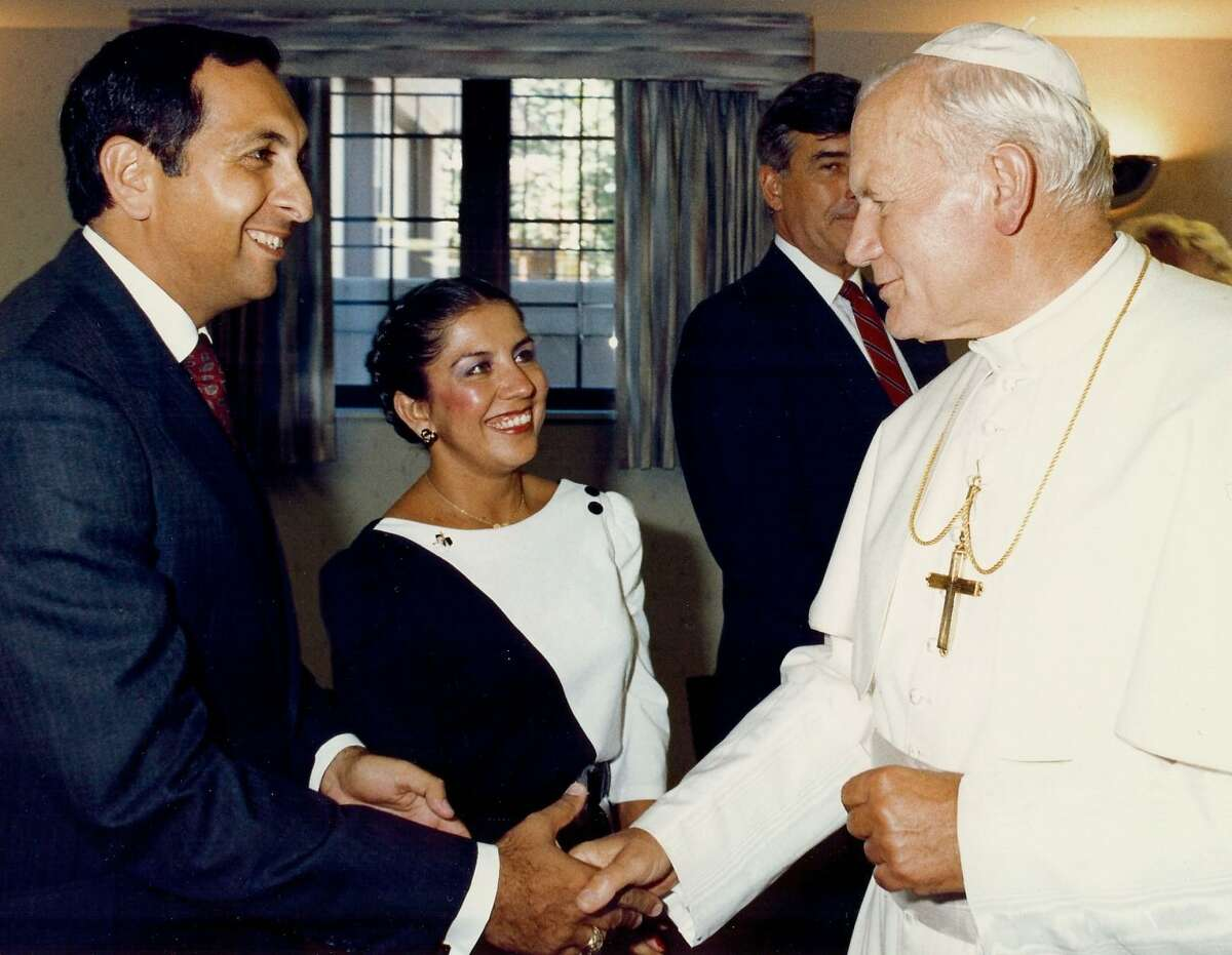 In Detroit, prior to leaving for Edmonton, Canada, Pope John Paul thanked the organizers of his U.S. tour. Robert Aguirre, papal visit project manager, and his wife Betsy receive the Holy Father's appreciation.