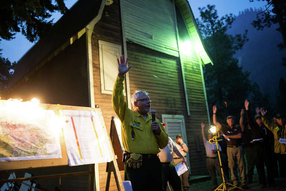 Florida firefighter Bill Korn waves to the 6 a.m. briefing at the Norse Peak fire headquarters, before leaving to head home for Hurricane Irma on Friday, Sept. 8, 2017. Photo: GRANT HINDSLEY, SEATTLEPI.COM / SEATTLEPI.COM