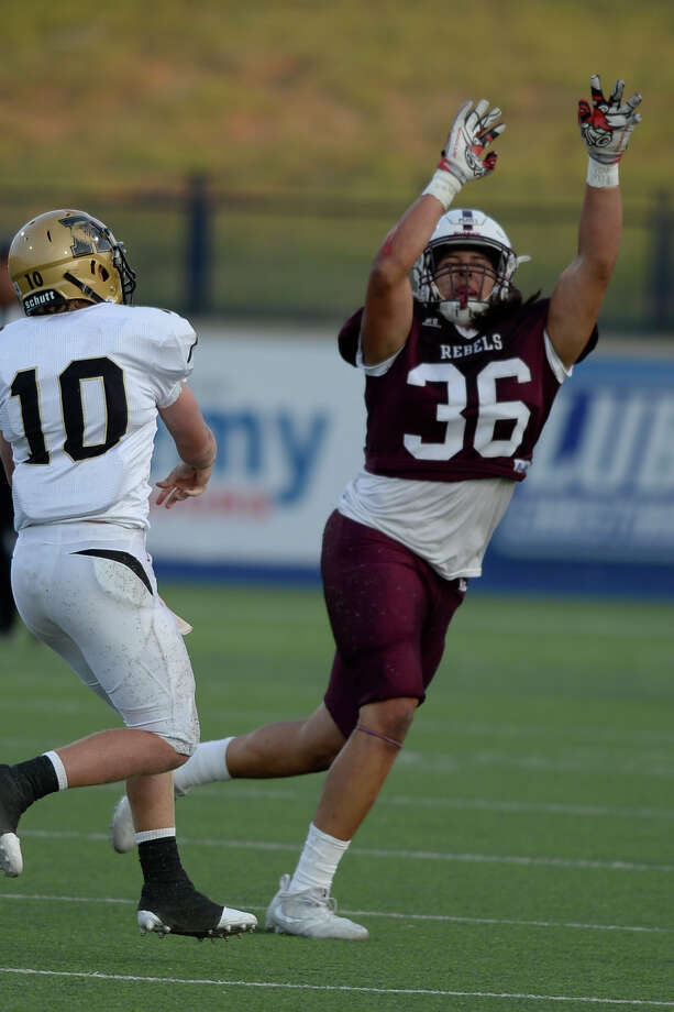 Lee's Isaiah Nunez (36) attempts to block a pass from against Abilene High's Andrew Ezzell Sept. 8, 2017, at Grande Communications Field. James Durbin/Reporter-Telegram Photo: James Durbin