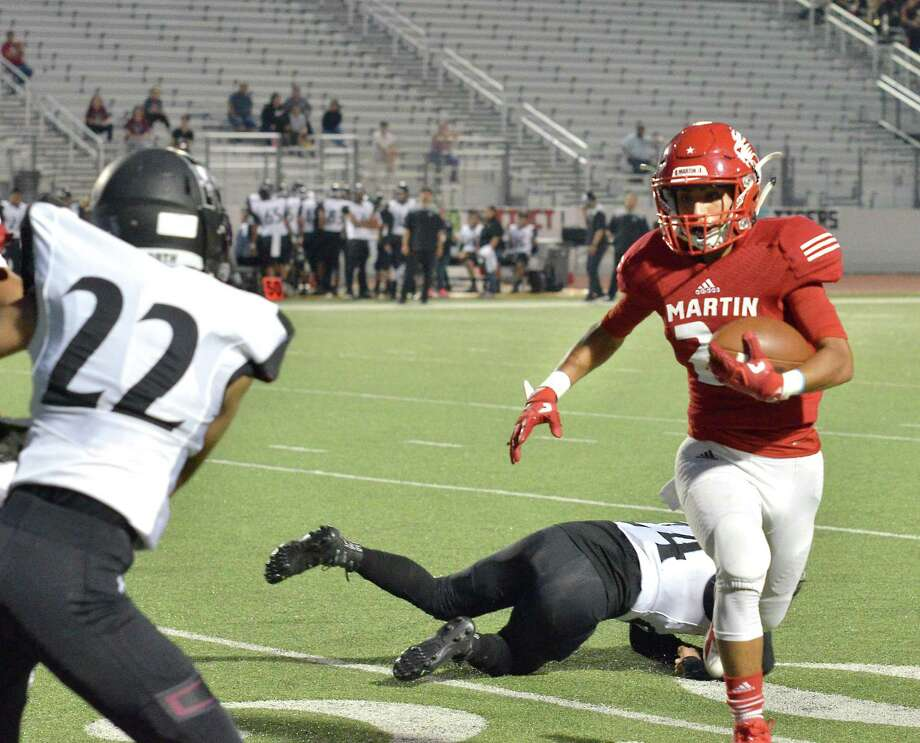 Martin wide receiver Guillermo Navarro and the Tigers host Valley View on Thursday at 7 p.m. at Shirley Field. Photo: Francisco Vera /Laredo Morning Times File / Laredo Morning Times