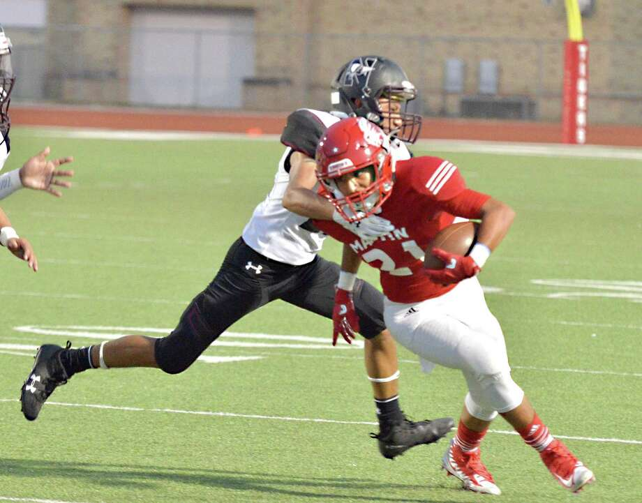 Martin wide receiver Guillermo Navarro and the Tigers battle Mission Veterans on Thursday at 7 p.m. at La Joya High School. Photo: Francisco Vera /Laredo Morning Times / Laredo Morning Times