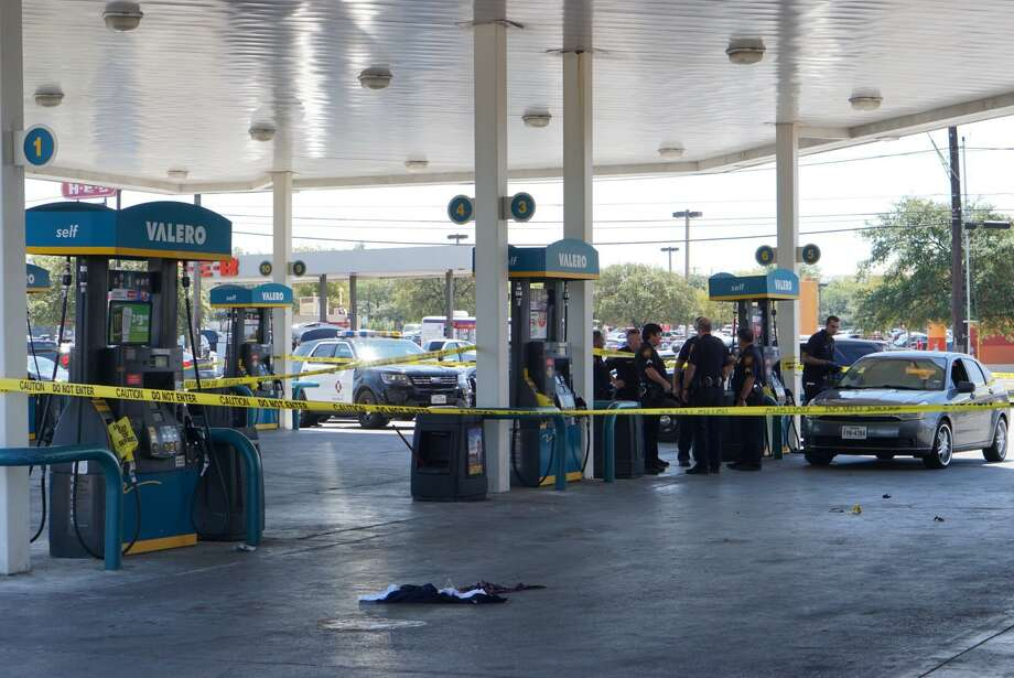 San Antonio police say one man was shot in the leg following an altercation at a West Side gas station Saturday afternoon, Sept. 9, 2017. Photo: Jacob Beltan