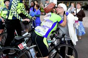 (Peter Hvizdak /  Hearst Media Connecticut) New Haven, Connecticut: Friday,  September 9,  2017.  Cancer patient Janet Shields of Hamden, kisses a bicyclists during the 7th Annnual Closer to Free Ride to benefit Smilow Cancer Hospital Saturday morning at Yale New Haven and Yale Cancer Center.  One hundred percent of the funds raised by Closer to Free bicycle riders and volunteers goes to research and patient care at Smilow Cancer Hospital and Yale Cancer Center. Participating bicyclists had a choice of riding different routes at 10 miles, 25 miles, 62.5 miles and 100 miles.