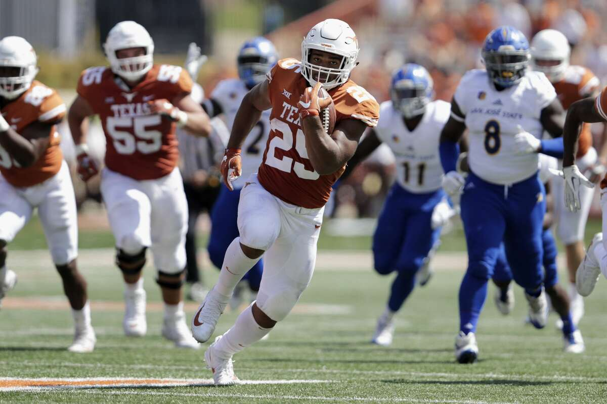 AUSTIN, TX - SEPTEMBER 09: Chris Warren III #25 of the Texas Longhorns rushes for a touchdown in the second quarter against the San Jose State Spartans at Darrell K Royal-Texas Memorial Stadium on September 9, 2017 in Austin, Texas. (Photo by Tim Warner/Getty Images)