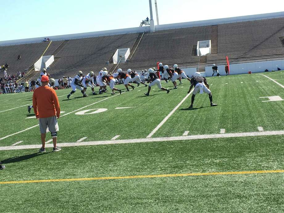 The Summer Creek offense (in white) works against the Dobie defense in a scrimmage at Veterans Memorial Stadium in Pasadena on the morning of Friday, September 8 Photo: Elliott Lapin