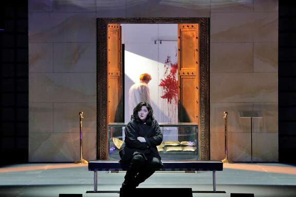 "Christine Goerke in RIchard Strauss' ""Elektra"" at SF Opera"
