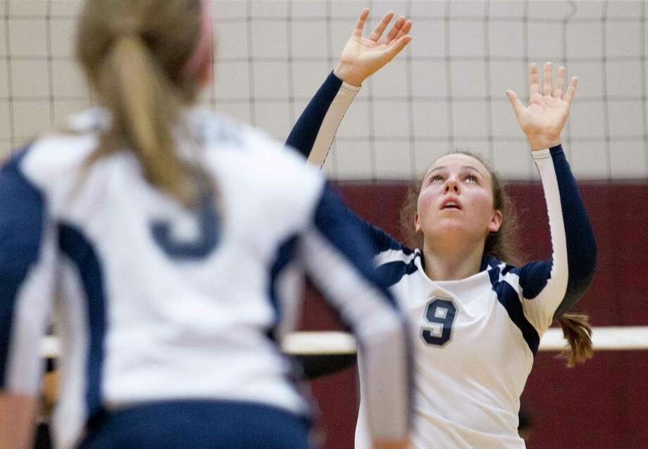 College Park's Mackenzie Nunes (9) prepares to set the ball during the first set of a non-district volleyball match at Magnolia High School, Tuesday, Aug. 22, 2017, in Magnolia Photo: Jason Fochtman, Staff Photographer / © 2017 Houston Chronicle