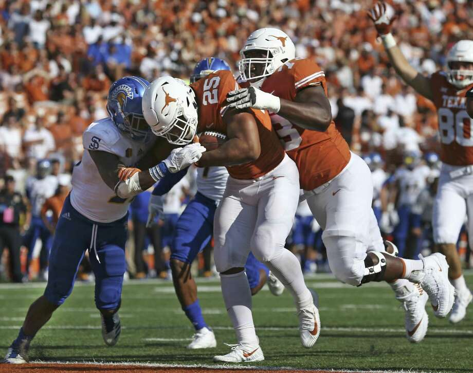 Longhorn running back Chris Warren is pushed into the end zone by his linemane Patrick Hudson as Texas hosts San Jose State at DKR Stadium on September 9, 2017. Photo: Tom Reel, Staff / San Antonio Express-News / 2017 SAN ANTONIO EXPRESS-NEWS