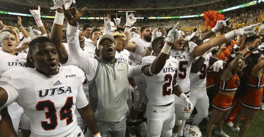 UTSA coach Frank Wilson, center, celebrates with his players following their 17-10 win over Baylor in an NCAA college football game, Saturday, Sept. 9, 2017, in Waco, Texas. (Rod Aydelotte/Waco Tribune Herald, via AP)/Waco Tribune-Herald via AP) Photo: Jerry Larson/Associated Press