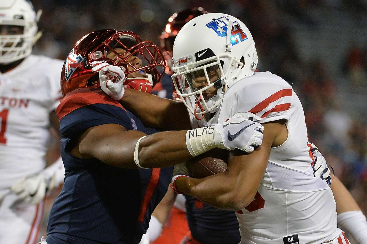 TUCSON, AZ - SEPTEMBER 09: Running back Dillon Birden #25 of the Houston Cougars runs with the ball against linebacker Tony Fields II #1 of the Arizona Wildcats in the first half at Arizona Stadium on September 9, 2017 in Tucson, Arizona. (Photo by Jennifer Stewart/Getty Images)