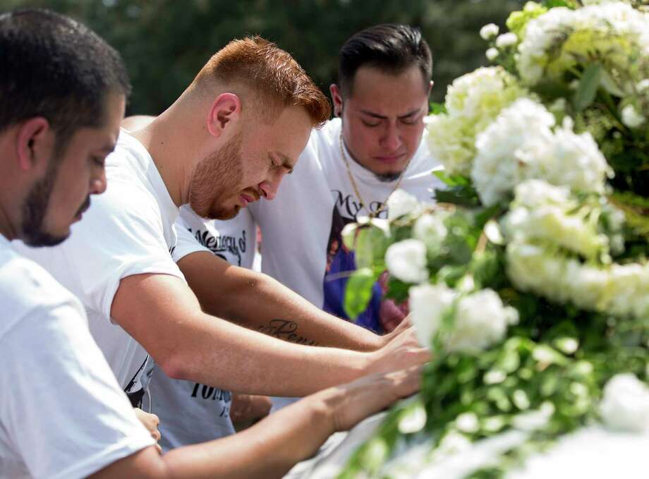 Victor Hinojosa, 27, center, along with friends, says goodbye to his cousin Tomas Carreon Jr. during the funeral at the Garden of Memories Memorial Park cemetery on Sept. 5 in Lufkin. Photo: Godofredo A. Vasquez, Houston Chronicle / Godofredo A. Vasquez