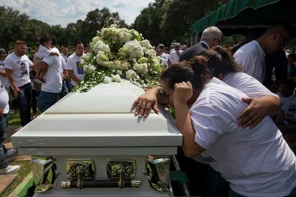 Family and friends give their goodbyes during the funeral for Tomas Carreon Jr. at Garden of Memories Memorial Park cemetery Tuesday, Sept. 5, 2017, in Lufkin, Texas.