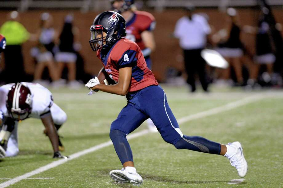 Taurean Muhammad (4) of Tompkins cuts upfield on a kickoff return in the fourth quarter of a high school football game between the Tompkins Falcons and Houston Heights Bulldogs on September 15, 2016 at Rhodes Stadium, Katy, TX. Photo: Craig Moseley, Staff / ©2016 Houston Chronicle