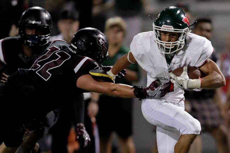 The Woodlands Highlanders Chris Stewart (1) breaks a tackle by George Ranch Longhorns middle linebacker Garrett Arredando (22) and scores a touchdown during the high school football game between The Woodlands Highlanders and the George Ranch Longhorns at Traylor Stadium in Rosenberg, TX on Friday, September 16, 2016.  The Highlanders defeated the Longhorns 42-14. Photo: Tim Warner, Freelance / Houston Chronicle