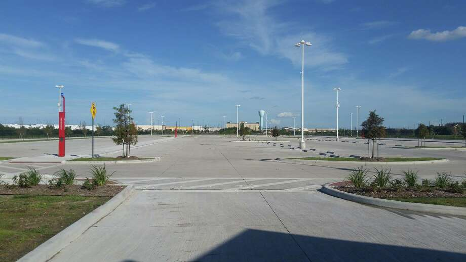 The new El Dorado Park and Ride adds 1,200 parking spaces for Bay Area commuters to use to catch buses to downtown Houston.