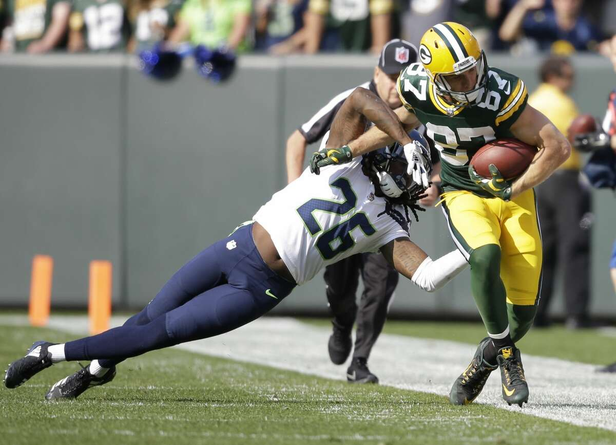 Green Bay Packers' Jordy Nelson catches a pass in front of Seattle Seahawks' Cliff Avril during the first half of an NFL football game Sunday, Sept. 10, 2017, in Green Bay, Wis. (AP Photo/Jeffrey Phelps)