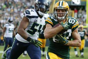 Green Bay Packers' Jordy Nelson catches a touchdown pass in front of Seattle Seahawks' Bobby Wagner during the second half of an NFL football game Sunday, Sept. 10, 2017, in Green Bay, Wis. (AP Photo/Mike Roemer)