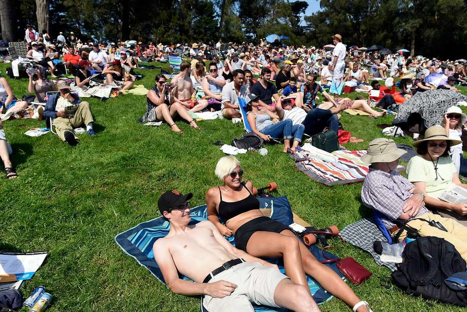 Fans brave the heat to watch Opera in the Park in San Francisco, Calif., on Sunday September 10, 2017. Photo: Michael Short, Special To The Chronicle