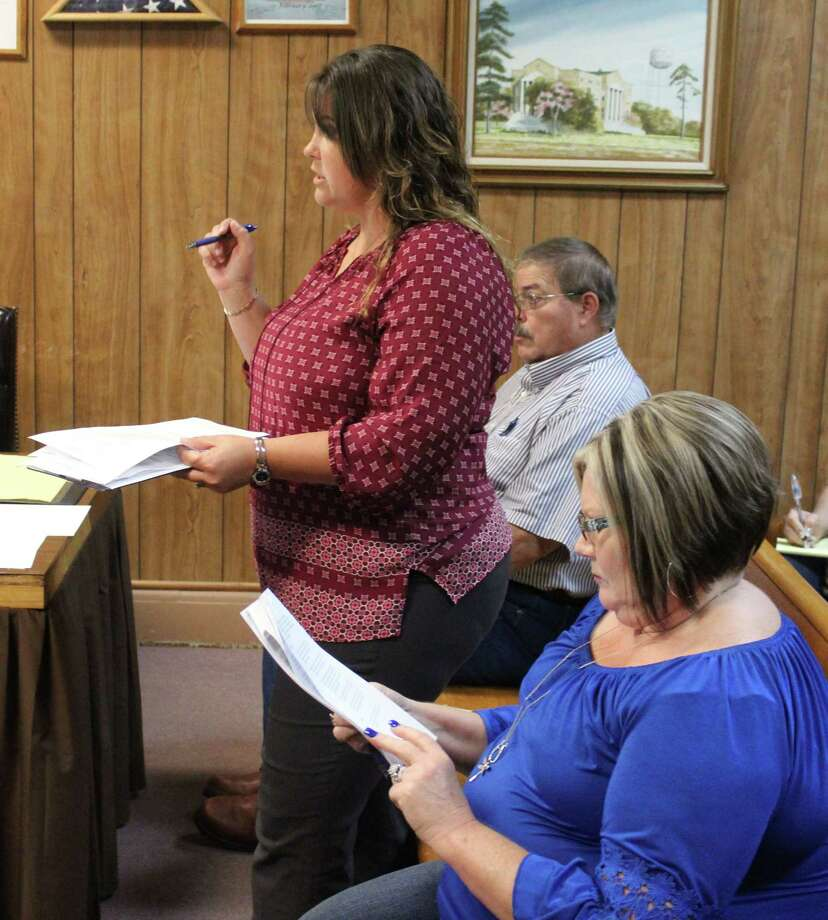 San Jacinto County Treasurer Amanda Washburn discusses the disaster pay policy during the Commissioners Court meeting on Sept. 5. Photo: Jacob McAdams