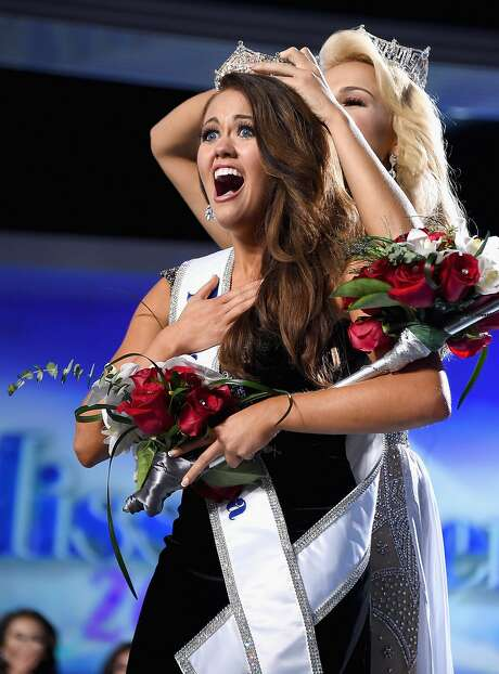 ATLANTIC CITY, NJ - SEPTEMBER 10:  Miss North Dakota 2017 Cara Mund is crowned as Miss America 2018 by Miss America 2017 Savvy Shields during the 2018 Miss America Competition Show at Boardwalk Hall Arena on September 10, 2017 in Atlantic City, New Jersey.  (Photo by Michael Loccisano/Getty Images for Dick Clark Productions) Photo: Michael Loccisano, Getty Images For Dick Clark Productions