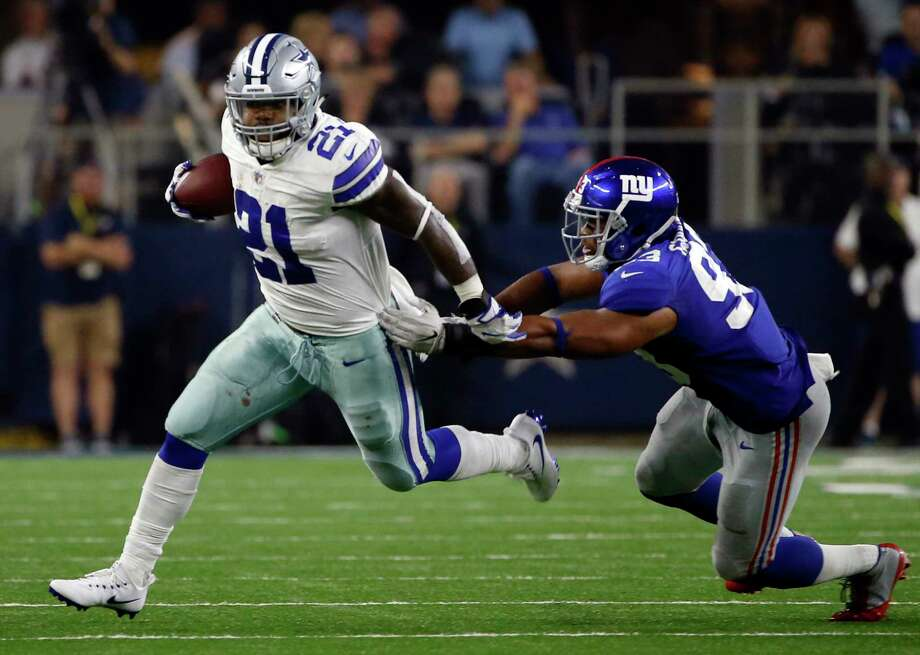 Freed from the immediate threat of a six-game suspension, Cowboys running back Ezekiel Elliott escapes Giants linebacker B.J. Goodson at AT&T Stadium. Photo: Ron Jenkins, FRE / FR171331 AP