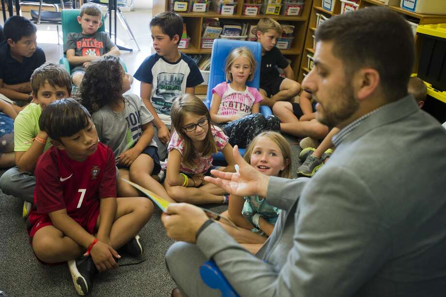 Third graders in Beth Curtis' class at Adams Elementary listen as a story is read to them by Patrick Eurich, a loan review officer with Chemical Bank, during United Way of Midland County's Read to Succeed program on Monday, September 11, 2017. Community leaders read to classrooms at 11 different elementary schools across Midland on Monday. (Katy Kildee/kkildee@mdn.net) Photo: (Katy Kildee/kkildee@mdn.net)