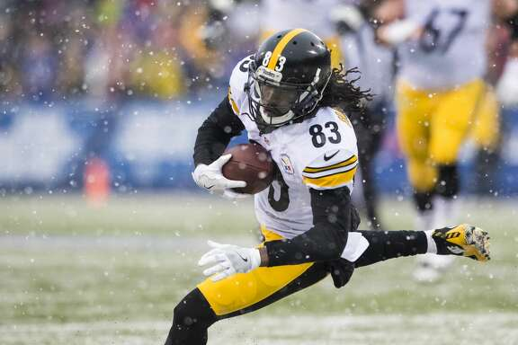 ORCHARD PARK, NY - DECEMBER 11:  Cobi Hamilton #83 of the Pittsburgh Steelers makes a pass reception during the second half against the Buffalo Bills on December 11, 2016 at New Era Field in Orchard Park, New York. Pittsburgh defeats Buffalo 27-20.  (Photo by Brett Carlsen/Getty Images)