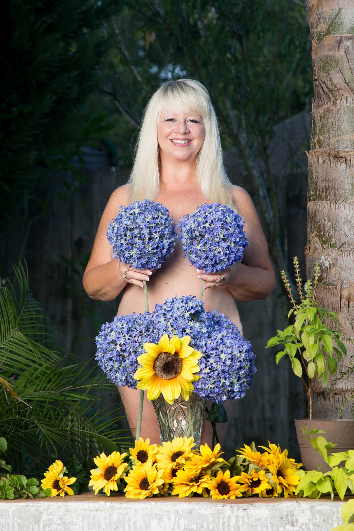 Nude shots of 'Calendar Girls' cast spark interest in play ...