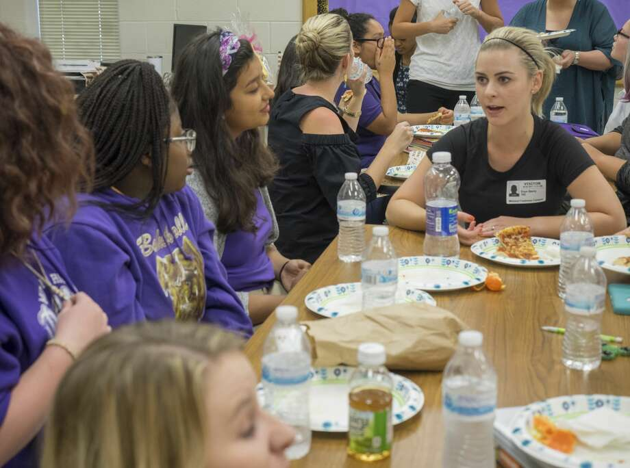 Eryn Berry, with The Junior League of Midland, talks with students 9/05/17 over pizza, fruit and waters during lunch at the start of IMPACT mentoring program with members of the Junior League of Midland and Midland Freshman girls. Tim Fischer/Reporter-Telegram Photo: Tim Fischer/Midland Reporter-Telegram