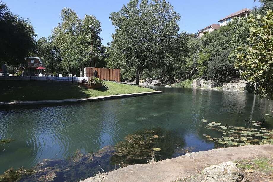 A 22-year-old woman died after tubing along the Comal River last Saturday, the New Braunfels Police Department confirmed on its Facebook account last weekend. Photo: John Davenport, STAFF / San Antonio Express-News / ©John Davenport/San Antonio Express-News