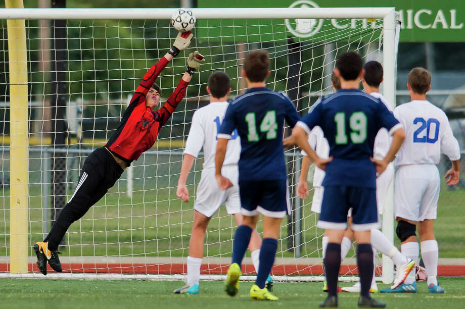Midland junior Ethan Depierro makes a save on a free kick during Midland's game against Lapeer on Monday, September 22, 2017 at Midland Community Stadium. (Katy Kildee/kkildee@mdn.net) Photo: (Katy Kildee/kkildee@mdn.net)