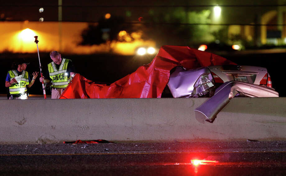 One person was killed and another was injured in a wrong-way accident on Interstate 35 near the Weidner Road exit Monday Sept. 11, 2017. All southbound lanes of the interstate were shut down as San Antonio police investigated the scene. Photo: Edward A. Ornelas, San Antonio Express-News / © 2017 San Antonio Express-News
