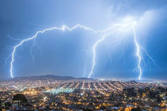Hardik Desai (@eachplacearhaposdy) photographed the lightning storm from their balcony in San Francisco.