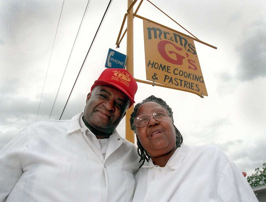 Addie Garner with her husband, William, outside their restaurant, Mr. and Mrs. G's Home Cooking. Mrs. Garner died on Monday at age 82. Photo: JOHN DAVENPORT /SAN ANTONIO EXPRESS-NEWS / SAN ANTONIO EXPRESS-NEWS