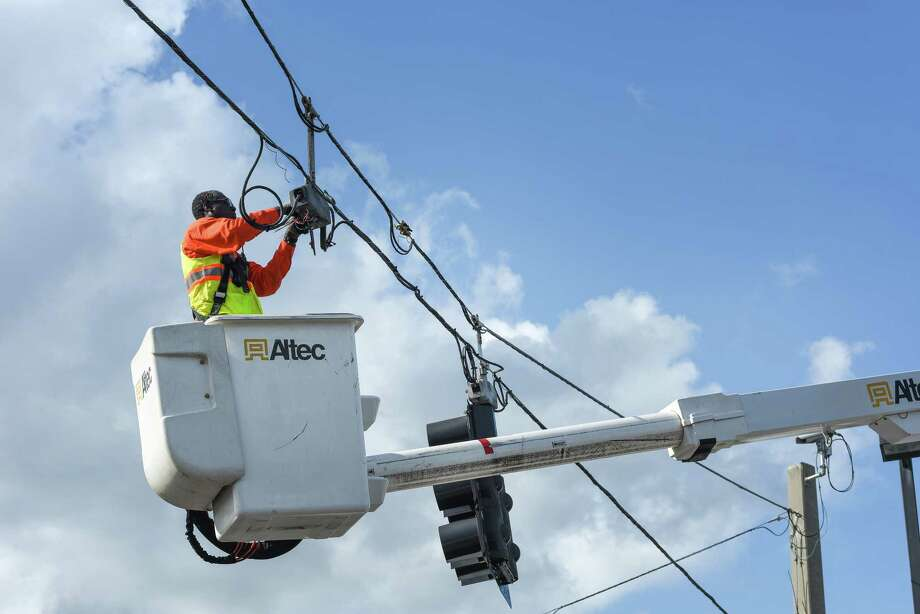 Built on air-conditioning, Florida in race to restore power - Laredo ...