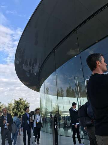 Apple pulls an Amazon, plans a new campus outside Bay Area