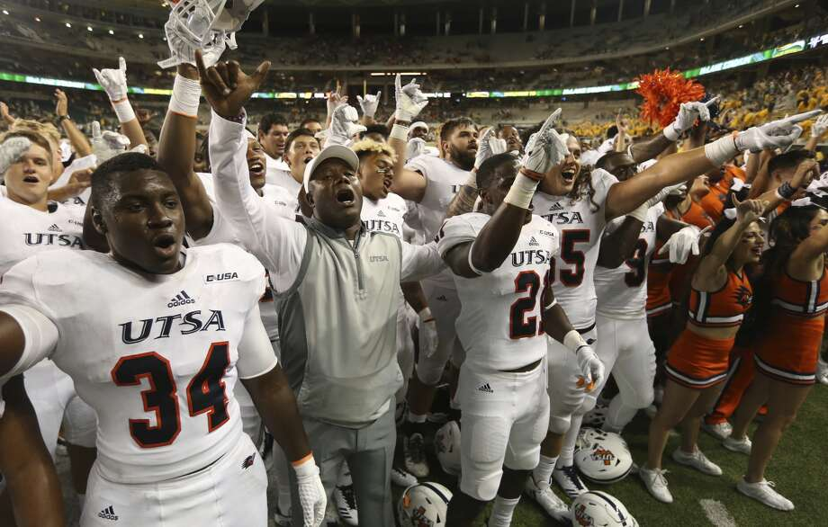 UTSAcoach Frank Wilson, center, celebrates with his players following their 17-10 win overBaylorin an NCAA college football game, Saturday, Sept. 9, 2017, in Waco, Texas. (Rod Aydelotte/Waco Tribune Herald, via AP)