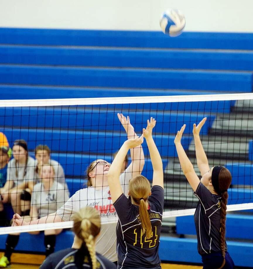 Owen-Gage at North Huron — Volleyball 2017 Photo: Paul P. Adams/Huron Daily Tribune