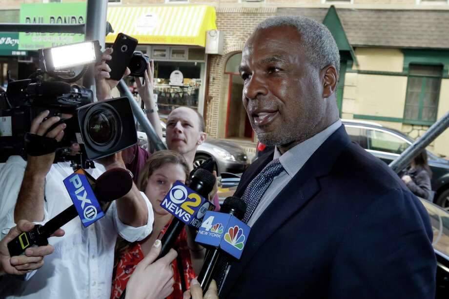 Knicks legend Oakley suing Dolan, MSG