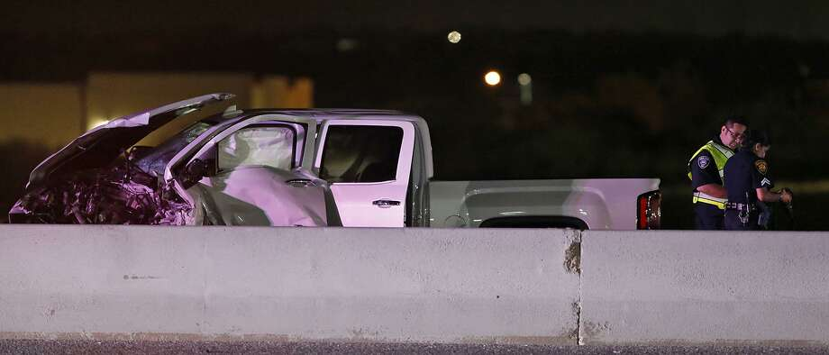 One person was killed and another was injured in a wrong-way accident on Interstate 35 near the Weidner Road exit Monday Sept. 11, 2017. All southbound lanes of the interstate were shut down as San Antonio police investigated the scene. Photo: Edward A. Ornelas, Staff / San Antonio Express-News / © 2017 San Antonio Express-News